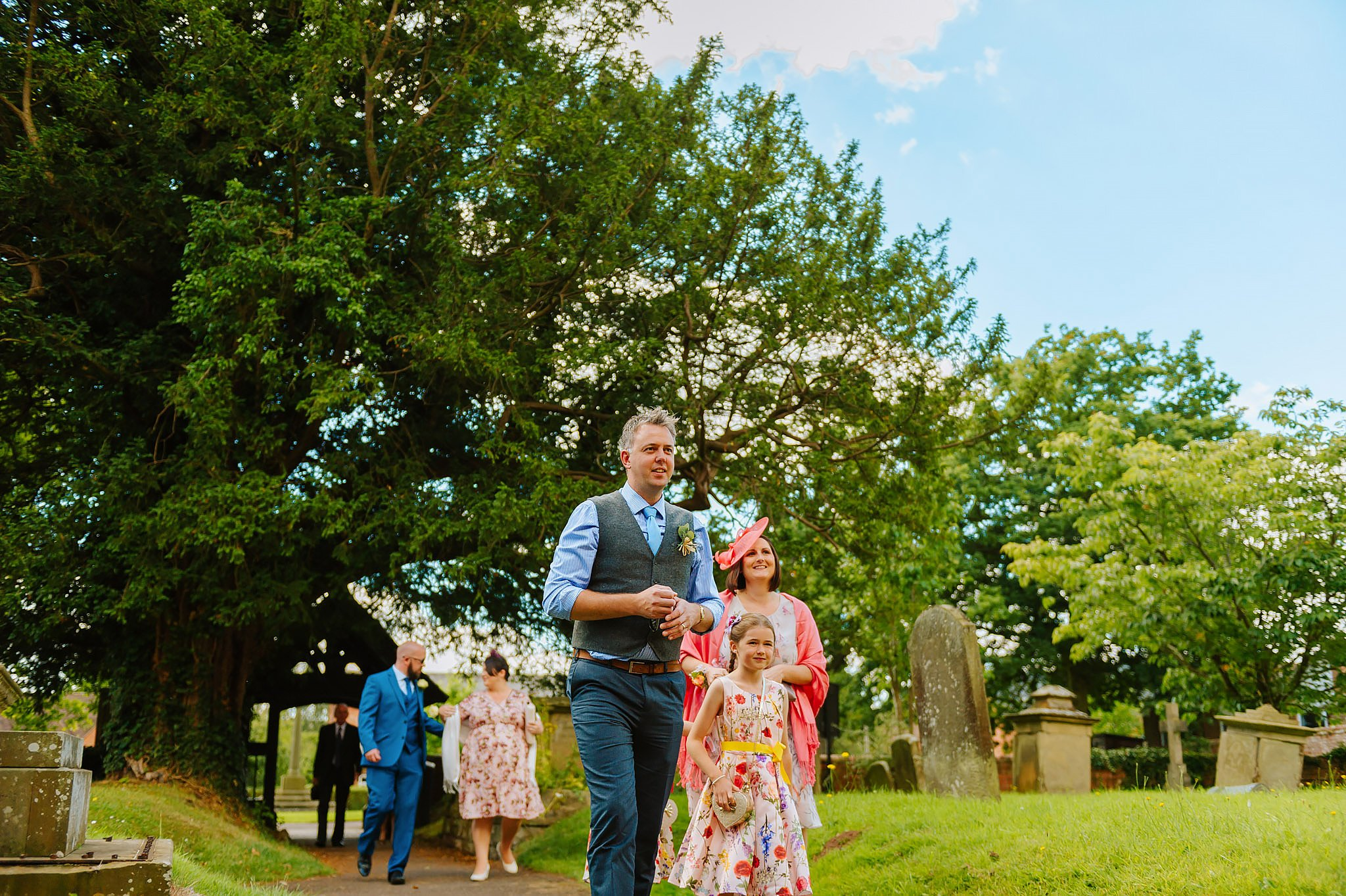 Wedding photography at Hellens Manor in Herefordshire, West Midlands | Shelley + Ian 15