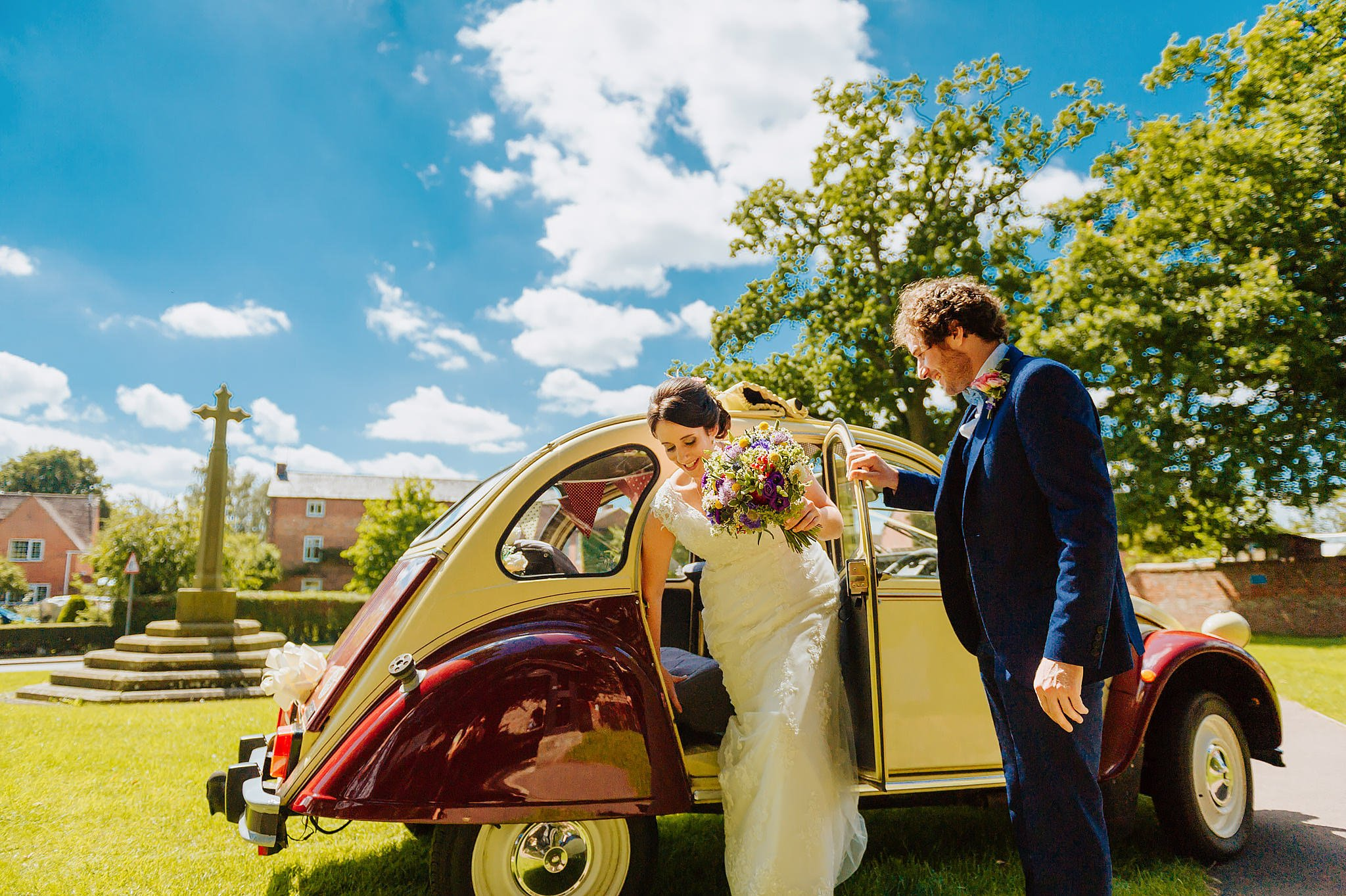 Wedding photography at Hellens Manor in Herefordshire, West Midlands | Shelley + Ian 25