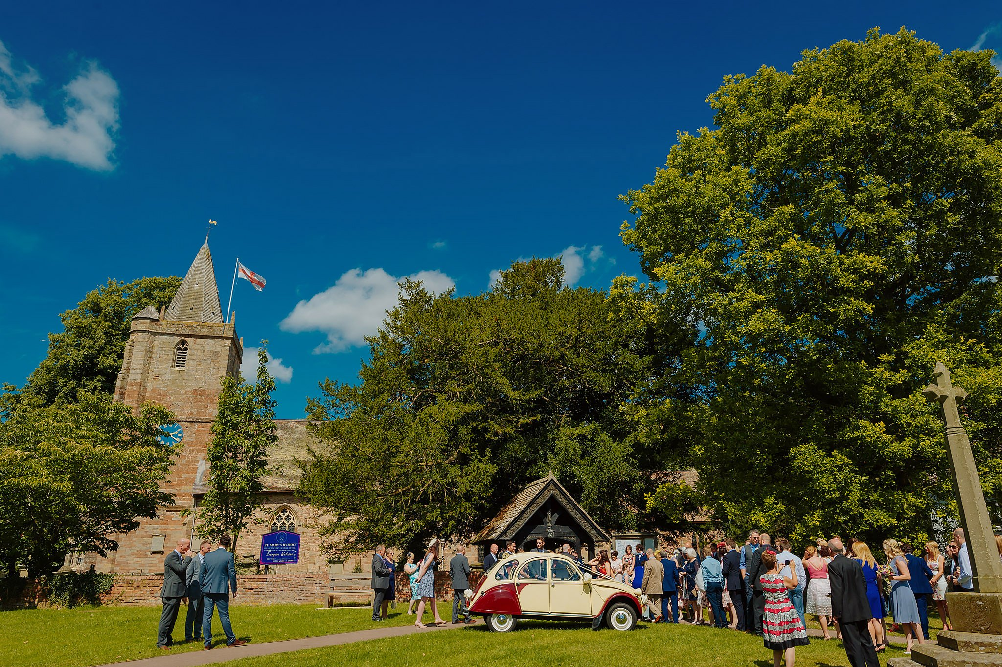 Wedding photography at Hellens Manor in Herefordshire, West Midlands | Shelley + Ian 36